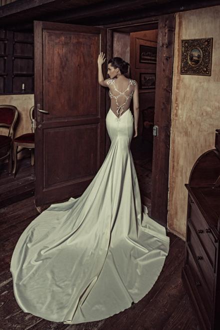 White Silhouette Brautmode Brautkleider Munchen Auf Muenchen De